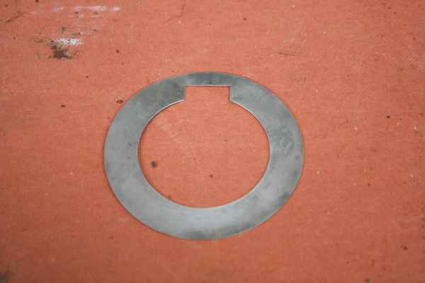 distance bushing / spacer with groove for feather key